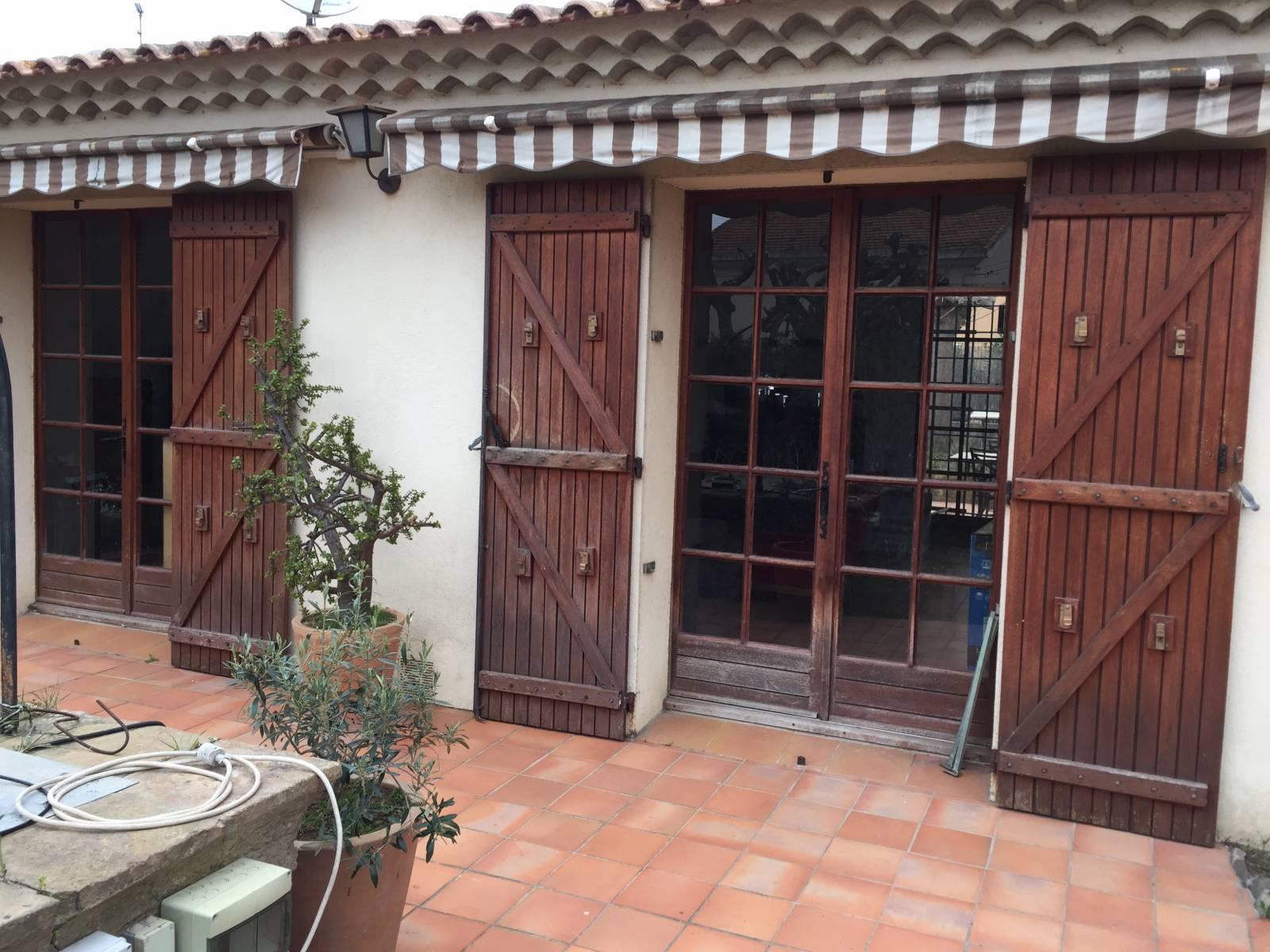 Fenetres Renovation Ou Remplacement rénovation de fenêtres et volets d'une maison à six fours