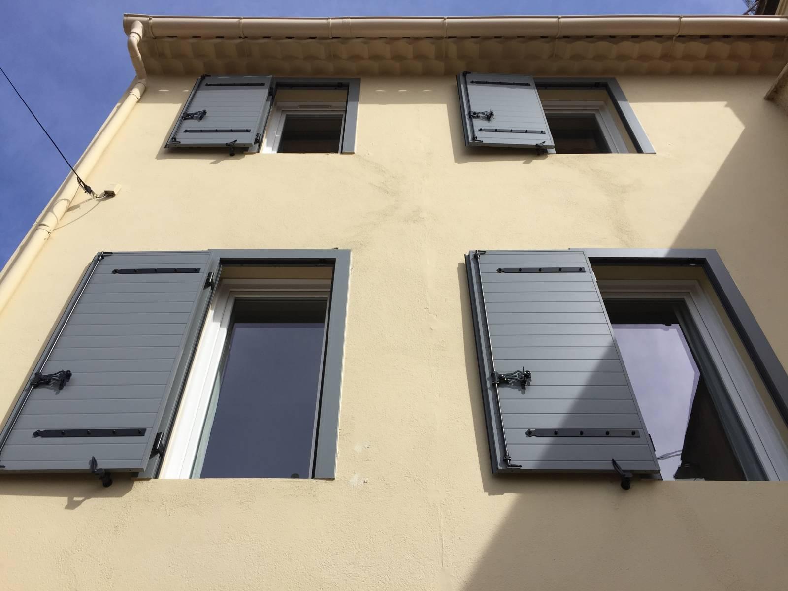 Renovation Fenetre Maison Ancienne rénovation de fenêtres et volets d'une maison à six fours